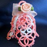 Campanella rosa al chiacchierino e rosellina in raso Tatting, Crochet Earrings, Flowers, How To Make, Christmas, Jewelry, Quilting, Facebook, Blog