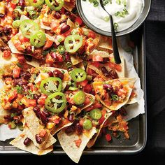 Arranging your nachos in layers is a great way to avoid dry nachos at the bottom. Whether you're entertaining or just looking to spice up your weeknight dinner, these fully loaded nachos with beans and chorizo are sure to please. Appetizer Recipes, Snack Recipes, Cooking Recipes, Party Recipes, Appetizers, Dinner Recipes, Snacks, Nachos Supreme, Tailgating Recipes