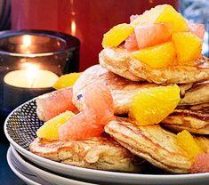Bokhvetegrøt med blåbærsirup | Tara.no Snack Recipes, Snacks, Chips, Baking, Food, Drinks, Snack Mix Recipes, Drinking, Appetizer Recipes