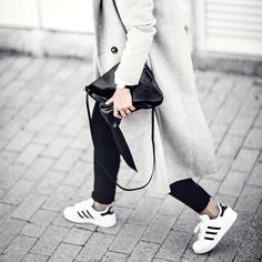 "Jiawa Liu auf Instagram: ""New on my blog: The Handbag Capsule Wardrobe, ft. Fine handmade minimal leather bags by #Perth brand @bahru_leather. Link in bio! by @janeleephotography"""