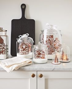 Keep sweets on display, like this tasty kitchen vignette with gingerbread cookies. & Photographer: Angus Fergusson & Designer: Produced by Morgan Michener and Joel Bray Source by houseandhome Gingerbread Christmas Decor, Outside Christmas Decorations, Gingerbread Cookies, Gingerbread Houses, White Gingerbread House, Christmas Displays, Gingerbread Decorations, Christmas Cookies, Winter Christmas