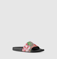 sale retailer 417b8 892a2 Gucci - gg supreme feline slide sandal 408508KU2008919 Planta De Goma,  Chanclas, Sandalias,