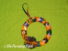 Halloween Yarn Block-Color Wreath Craft via @ParentingPatch