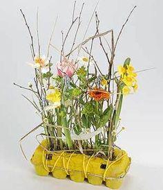 Bloemen in een eierdoos