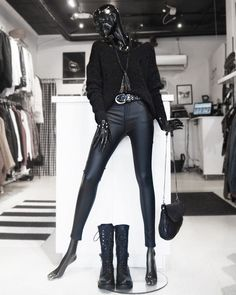 Inspirasjon til antrekk fra Jenterommet.no | Klær, sko og tilbehør for damer Leather Pants, Shopping, Fashion, Moda, Fashion Styles, Leather Joggers, Leather Leggings, Fashion Illustrations
