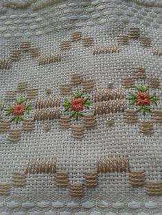 ponto reto - toalhabordado bargello o florentino ile ilgili görsel sonucu Swedish Embroidery, Hardanger Embroidery, Types Of Embroidery, Ribbon Embroidery, Cross Stitch Embroidery, Embroidery Patterns, Cross Stitch Borders, Cross Stitching, Cross Stitch Patterns