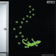 Wall decals GECKO WITH PAWPRINTS - Removable vinyl interior decor by Decals Murals (15x8)