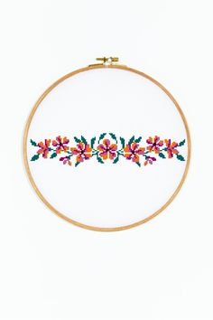 Flowers - So Funny Epic Fails Pictures Cross Stitch Borders, Cross Stitch Flowers, Cross Stitching, Cross Stitch Embroidery, Cross Stitch Patterns, Orange Cushions, Dmc, Flower Garlands, Free Pattern