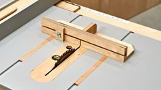 I use this sled to make accurate square cuts in small pieces of stock, and this version adds a convenient stop block. Woodworking Jig Plans, Woodworking Techniques, Woodworking Projects Diy, Woodworking Shop, Woodworking Ideas Table, Lathe Projects, Table Saw Crosscut Sled, Table Saw Sled, Diy Table Saw Fence