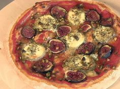 Pizza chèvre, figues, pistaches et miel Vegetable Pizza, Sprouts, Vegetables, Quiches, Food, Calzone, Bricks, Exotic, Journal