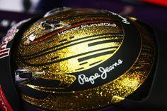F1-2013-Formel-1-Formula-One-Nuerburgring-Germany-Deutschland-Sebastian-Vettel-Red-Bull-Racing-Gold-Helm-Helmet-