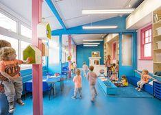 Espacios Cool para Niños: Colegio renovado con intensos colores