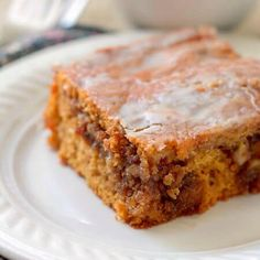Pumpkin Honey Bun Cake My husband and I absolutely loved this cake. The gooey brown sugar and walnut filling in the center of a moist pumpkin cake topped with a simple glaze gave us the taste of Fall we were craving. Shared by SPCN. Pumpkin Sheet Cake, Pumpkin Pie Mix, Pumpkin Coffee Cakes, Canned Pumpkin, Pumkin Cake, Mini Desserts, Winter Desserts, Easy Desserts, Thanksgiving Desserts