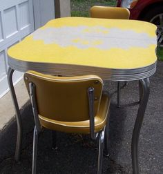Superb VINTAGE FORMICA TABLE In Yellow Amp Gray W