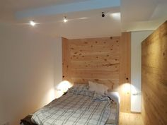 Subtle lights in this lichtERLEBNIS with the pendant lights as a reading lamp and the ceiling spots by Georg Bechter light for the Grundbeleuchtun in the bedroom # Source by lichtFACTOR Bedroom Lamps, Pendant Lighting, Design, Furniture, Reading, Home Decor, Blog, Environment, Lights