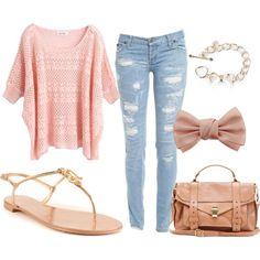 Jean clarito, sueter ancho rayas gris y rosa, zapatos plata
