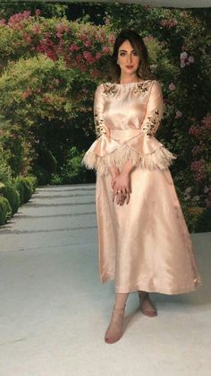 Sleeves design is an important aspect of any clothing's item-such as blouse, top, or dresses we create. Hijab Evening Dress, Hijab Dress Party, Evening Dresses, Dressy Dresses, Elegant Dresses, Beautiful Dresses, Mode Abaya, Arab Fashion, Classy Dress