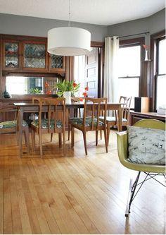 37 Trendy living room paint ideas with brown furniture wood trim Natural Wood Trim, Dark Wood Trim, Oak Trim, Brown Wood, Room Paint Colors, Paint Colors For Living Room, Wall Colors, House Colors, Design Seeds