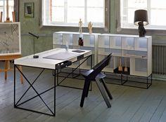 Die WOGG CARO Produktlinie, designed von Christophe Marchand beinhaltet den Regalturm WOGG 25, die Regalbox WOGG 52 und den Schreibtisch WOGG 54