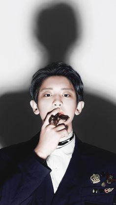 He looks like a mafia boss (it suits him lol) Chanyeol Cute, Park Chanyeol Exo, Baekhyun Chanyeol, Kpop Exo, Kris Wu, Tears In Heaven, Kim Jong Dae, Exo 12, Exo Lockscreen