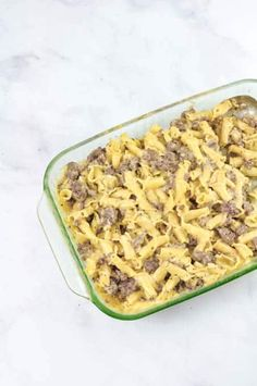 A Cheesy Cheeseburger Mac & Cheese Casserole that is kid-friendly and perfect for a crowd. If the kids love cheeseburgers & Mac & Cheese this recipe will soon be a family favorite. A perfect easy fall comfort food dinner recipes. Delicious hearty fall meal for the family. Homemade Cheese Sauce, Cheddar Cheese Sauce, Mac Cheese, Cheeseburger Mac And Cheese, Mac And Cheese Casserole, Fall Dinner Recipes, Eating Fast, Cheeseburgers, How To Cook Pasta