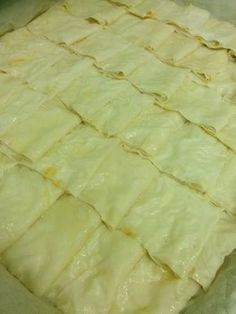 a delicious pastry with a taste of water . Easy Water Pastry Ingredients: 6 ready-made dough pastr Gourmet Recipes, Baking Recipes, Healthy Recipes, Bread Recipes, Turkish Kitchen, Recipe Mix, Breakfast Pizza, Turkish Recipes, Easy Cooking