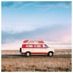 Home on wheels. #vanlife #colors_ofourlives #caravanplanet #funontheroad  Photo: @caravan_planet by go_van_com