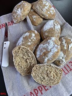 Dinkelvollkorn-Weizen-Leinsamenbrötchen mit Joghurt Spelled wholemeal wheat-flax seed bread with yog Bread Recipes, Cookie Recipes, Easy Recipes, Flax Seed Benefits, Seed Bread, Flax Seed Recipes, Spelt Flour, Mets, Cooking Time