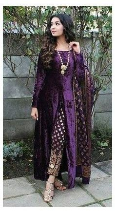 Party Wear Indian Dresses, Pakistani Fashion Party Wear, Designer Party Wear Dresses, Pakistani Dresses Casual, Indian Gowns Dresses, Kurti Designs Party Wear, Dress Indian Style, Indian Fashion Dresses, Indian Designer Outfits