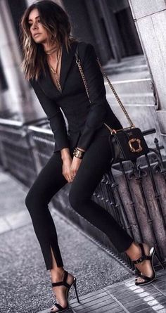 30 Spring Business Outfits To Be The Chicest Woman In Your Office just for our fans. Specialized office outfit ideas to be successful Classy Outfits, Stylish Outfits, Black Outfits, Stylish Clothes, Work Clothes, Edgy Work Outfits, Black Clothes, Classy Clothes, Mode Outfits