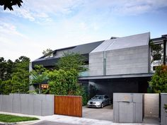 Zen-Inspired Dwelling With A Powerful Modern Architecture Geometry : House Architecture Résidentielle, Romanesque Architecture, Classical Architecture, Contemporary Architecture, Singapore House, Design Exterior, Tropical Houses, Tropical Gardens, Facade House