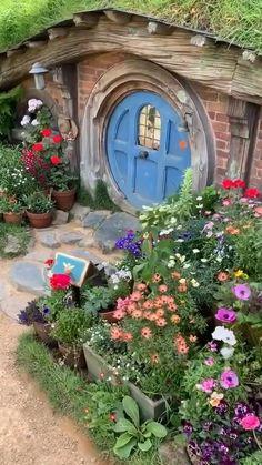 Fairy Garden Houses, Garden Cottage, Garden Art, Home And Garden, Hobbit Hole, The Hobbit, Jardin Decor, Fairytale Cottage, Cottage In The Woods