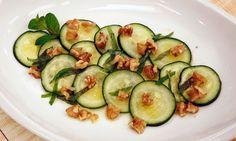 Receta de Ensalada de pepino, menta y nueces Zucchini, God, Vegetables, Sweet Dill Pickles, Cucumber Salad, Mint, Beverage, Vegetarian Food, Summer Squash