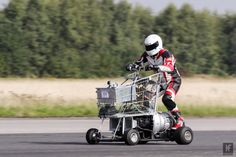 Steve McDonals jet powered shopping trolley - mph new world record Go Kart Wheels, Triumph Tiger, Indian Scout, Motorcycle News, Inline Skating, Engin, Cool Inventions, Moto Guzzi, Honda Cb