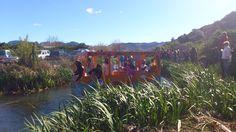 """Participantes de la Baixà del riu Bullent 2013. """"Love generation"""", premio a la mejor barca."""