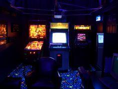 Garage turned into a Cool Retro Looking Arcade Game room. Aesthetic Images, Retro Aesthetic, Aesthetic Wallpapers, Video Game Rooms, Video Games, Arcade Room, William Afton, Sydney, Retro Arcade