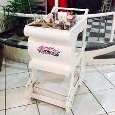 Como já tínhamos falado durante a semana, tem novidade no nosso Buffet de Brigadeiro Gourmet! Hoje inauguramos o nosso carrinho e agora temos a opção do bar volante e no fixo no carrinho! #mimariadoce #buffetdebrigadeiro  Orçamento através do e-mail mimariadoce@gmail.com