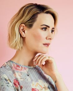 Sarah Paulson Opens Up About Acting Marcia Clark and Dating Older Women