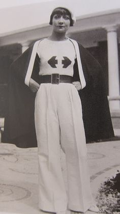 I could really rock this entire outfit. The 30's had great fashion.