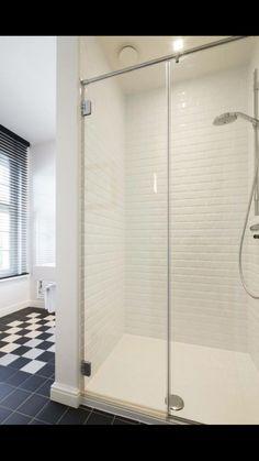 Badkamer met retrotegels  en natuursteen met dambordpatroon  www.vl-construct.be