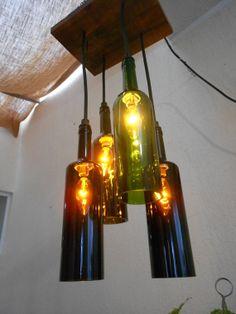 candelabro de 4 botellas de vino y base de madera de zapote. 4 wine bottles chandelier and zapote wood base