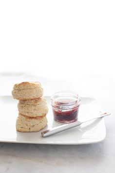 There are 3 things that guarentee flaky biscuits every time. Flour, Fat and Folding. The type of flour you use will take biscuits from tough to tender. What's For Breakfast, Breakfast Dessert, Eat Dessert First, Breakfast Recipes, Brunch Recipes, Flaky Biscuits, Buttermilk Biscuits, Biscuit Bread, No Bake Desserts