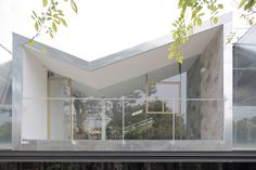 Abandoned greenhouse transformed into gorgeous glass office filled with trees Building Skin, Green Building, Glass Office, Glass Structure, Concrete Stairs, Timber House, House Built, Entry Foyer, Design Furniture