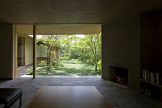 Semi-Court House in Tezukayama Outdoor Living Rooms, Villa, Japanese Interior, Japanese House, Beautiful Interiors, House Rooms, Interior Design Living Room, Decoration, Interior And Exterior