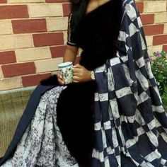 Mul-cotton batik handprinted sarees with blouse piece.fast colour saree with fine fabric. Indian Gowns Dresses, Pakistani Bridal Dresses, Cotton Saree Designs, Blouse Designs, Black And White Saree, Elegant Fashion Wear, Ethnic Outfits, Indian Outfits, Saree Trends