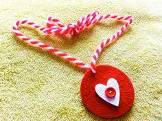 10 лесни и оригинални идеи за ръчно изработени мартеници | © 10-те най Baba Marta, 123 Cross Stitch, Christmas Ornaments, Holiday Decor, Home Decor, Decoration Home, Room Decor, Christmas Jewelry, Christmas Baubles