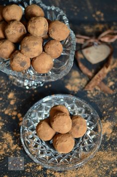Trufe vegane (de post) - CAIETUL CU RETETE Sweets Recipes, Desserts, Pavlova, Cookies, Personalized Items, Food, Tailgate Desserts, Crack Crackers, Deserts