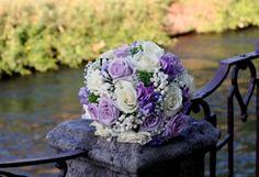 Risultati immagini per bouquet sposa bianco e lilla