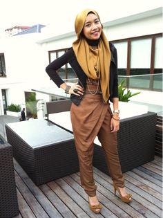 Yuna Zarai. Syomir izwa's brilliant jumpsuit! cool & modern hijab