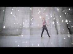 Esta versión DELUXE estará disponible en todo el mundo, ya les iremos informando... Aquí les dejamos con el vídeo de esta campaña.  ShakiraHQ